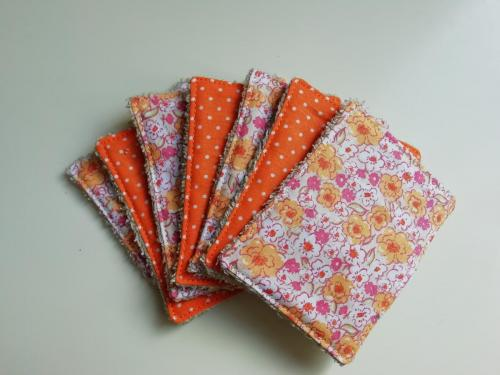 7 Lingettes Fleurs et pois oranges